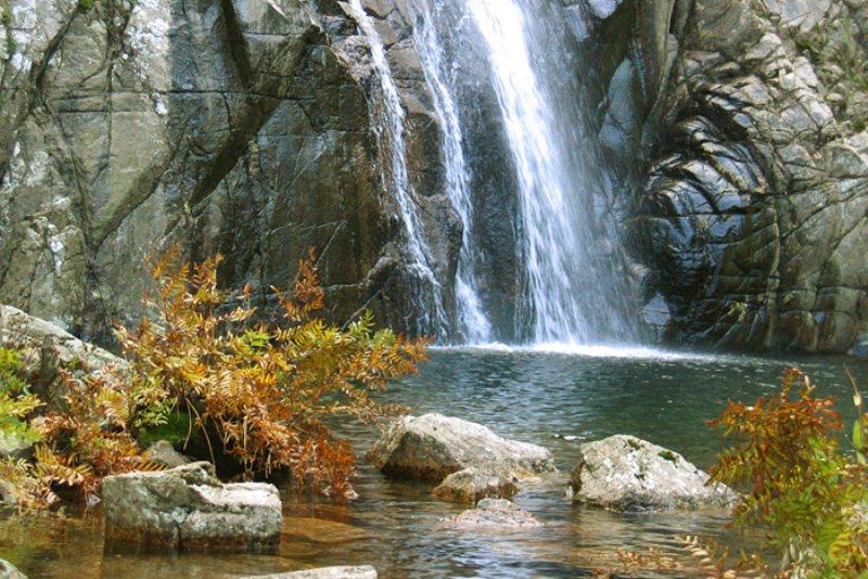 piscina-irgas-waterfalls