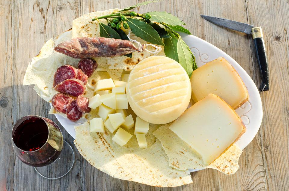 wine-tasting-tour-sardinia