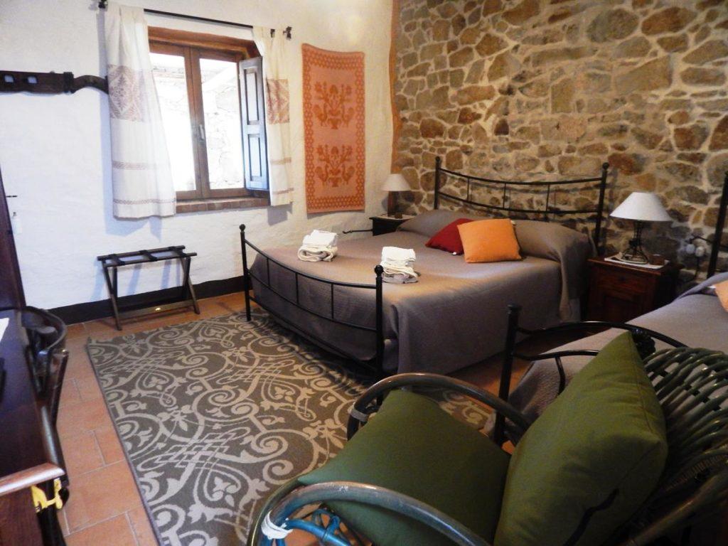 jannas-guesthouse-bedroom-orgosolo